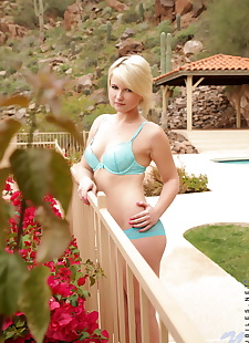 xxx pics Young blonde girl Winter Marie rids, ass , blonde  shaved